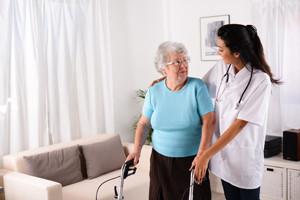 Pflegehelfer Ausbildung - Parität Jobs